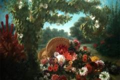 49Corbeille de fleurs renversée dans un jardin