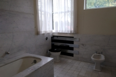 Salle de bain baignoire, bidet, wc